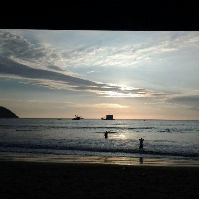 Puerto Lopez, playa de encanto Manabí PuertoLopez Ecuador AllYouNeedIsEcuador Beach Instapicture Instamood Instagood Picoftheday Photooftheday Thebestofday Instalike Paradise Sunset Instagrammer OrgullosamenteEcuatoriano Cities At Night