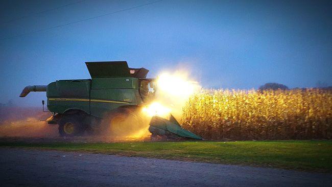 Johndeeregreen Combine Harvester Fall Harvest God Bless America At Home Country Living Busy Farming Season Minnesota💙 The Great American Harvest Best Job Ever Farmer's Life Equipment Operator Workin Hard