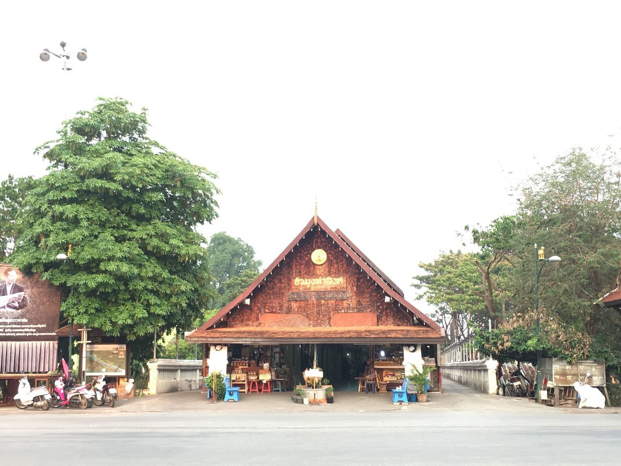WatPhraThatHariphunchai Lamphun ,Thailand Tree Built Structure Building Exterior Outdoors Architecture Day Sky People Nature ขัวมุง หน้าวัด