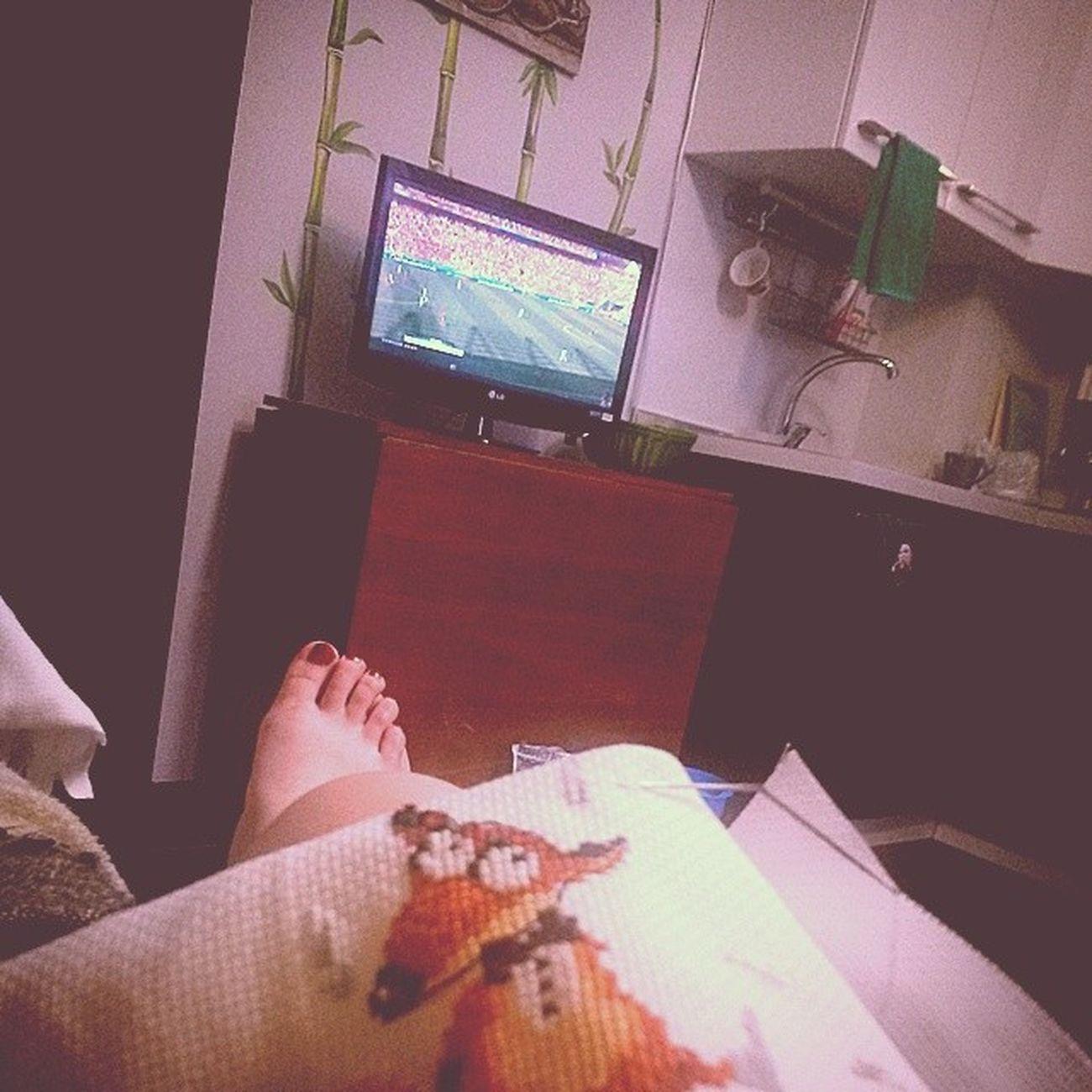 Ссылка на кухню) сижу, вышиваю смешную лису и смотрю ЧМ2014 болею за голландцев :D