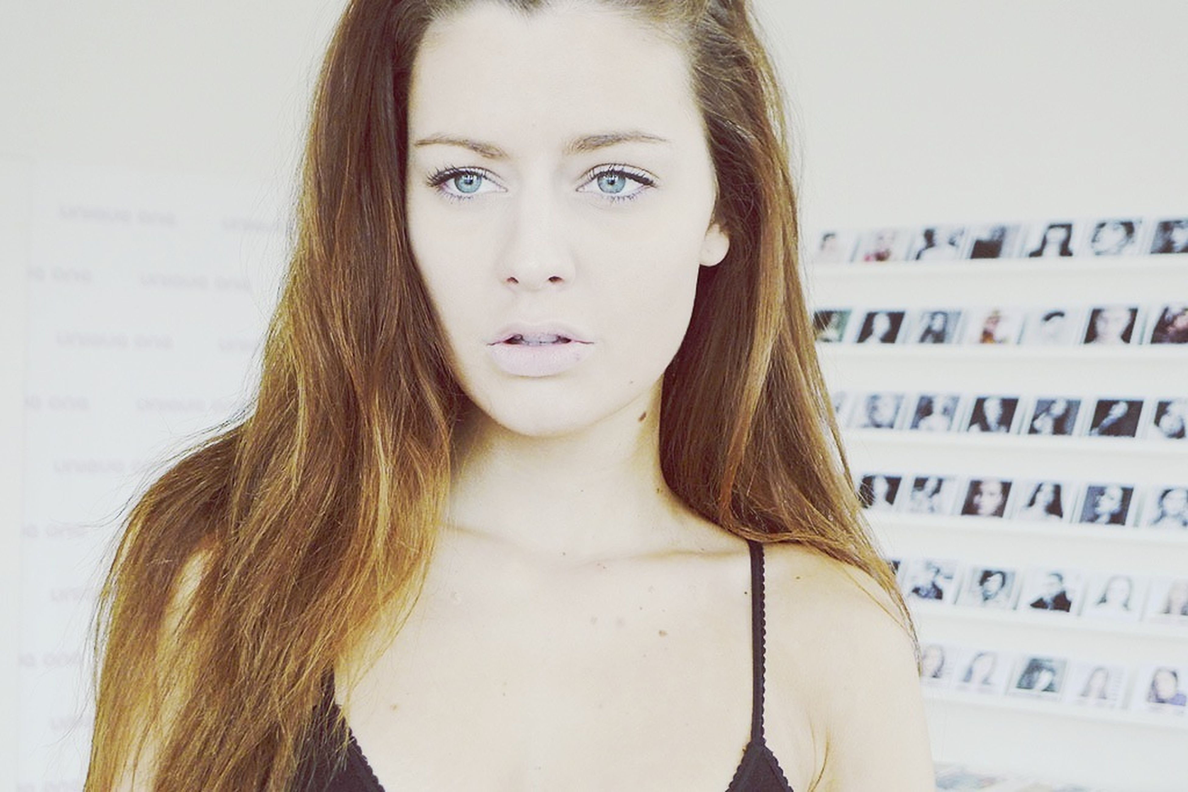 young women, young adult, long hair, headshot, person, lifestyles, front view, close-up, portrait, looking at camera, indoors, human face, beauty, head and shoulders, leisure activity, brown hair, femininity