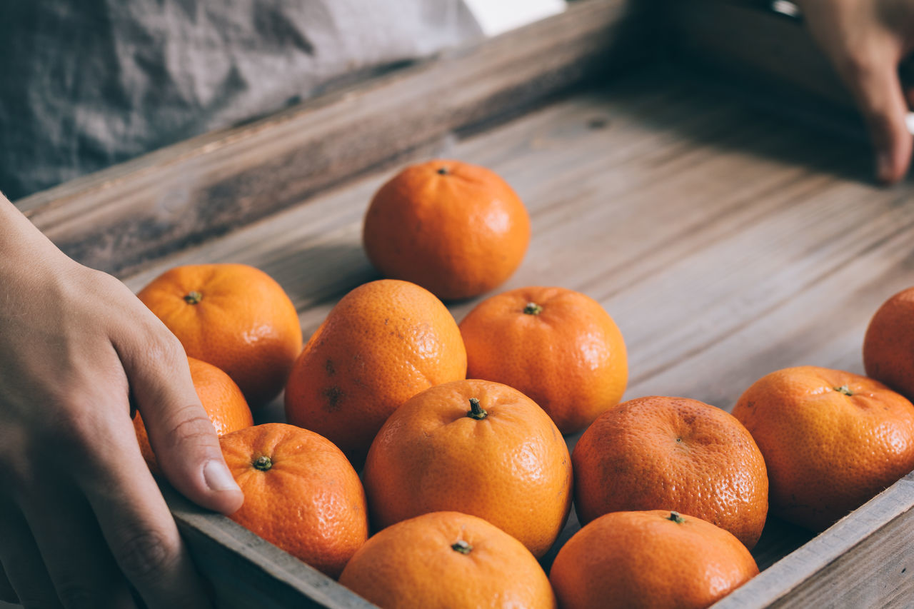 Collection Eye4photography  EyeEm Best Shots Food Food And Drink Food And Drink Freshness Group Of Objects Healthy Eating Indoors  Holding Hands Orange - Fruit Tangerine Organic Orange Color Eye4photography  Wooden Indoors  Eye4photography  High Angle View VSCO Fruit The Week Of Eyeem