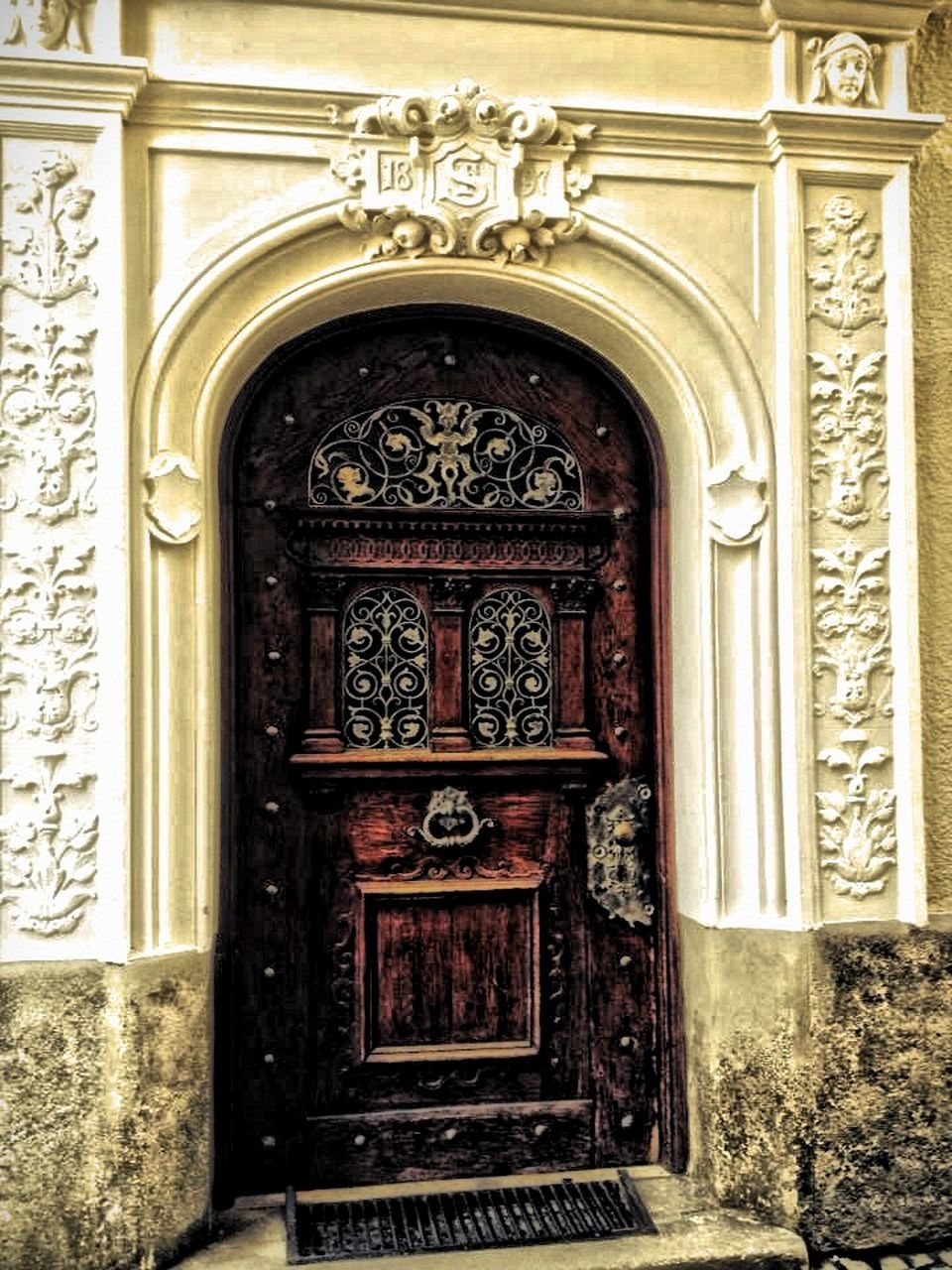 door, entrance, architecture, ornate, building exterior, built structure, arch, day, doorway, bas relief, history, outdoors, no people, close-up