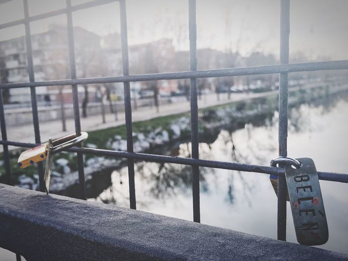 Va a durar lo que tenga que durar y después va a doler lo q tenga que doler. Y así, una y otra vez ⭐️❤️⭐️ How Do We Build The World? Women Who Inspire You River Truelove Capture The Moment Padlock Lifesurprises Braveheart Love Belive Manzanares From My Point Of View Madrid Popular Photos River View Belén Trees Water Reflections Water