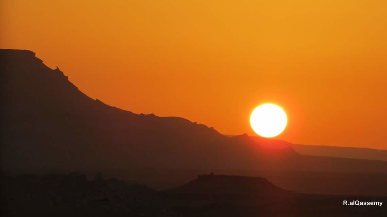 🌞🌞 Sunset Orange Color Sun Dramatic Sky Mountain Outdoors Tranquility Travel Nature Silhouette Beauty In Nature Travel Destinations No People Fog Sky Landscape Scenics Vacations Moon City First Eyeem Photo