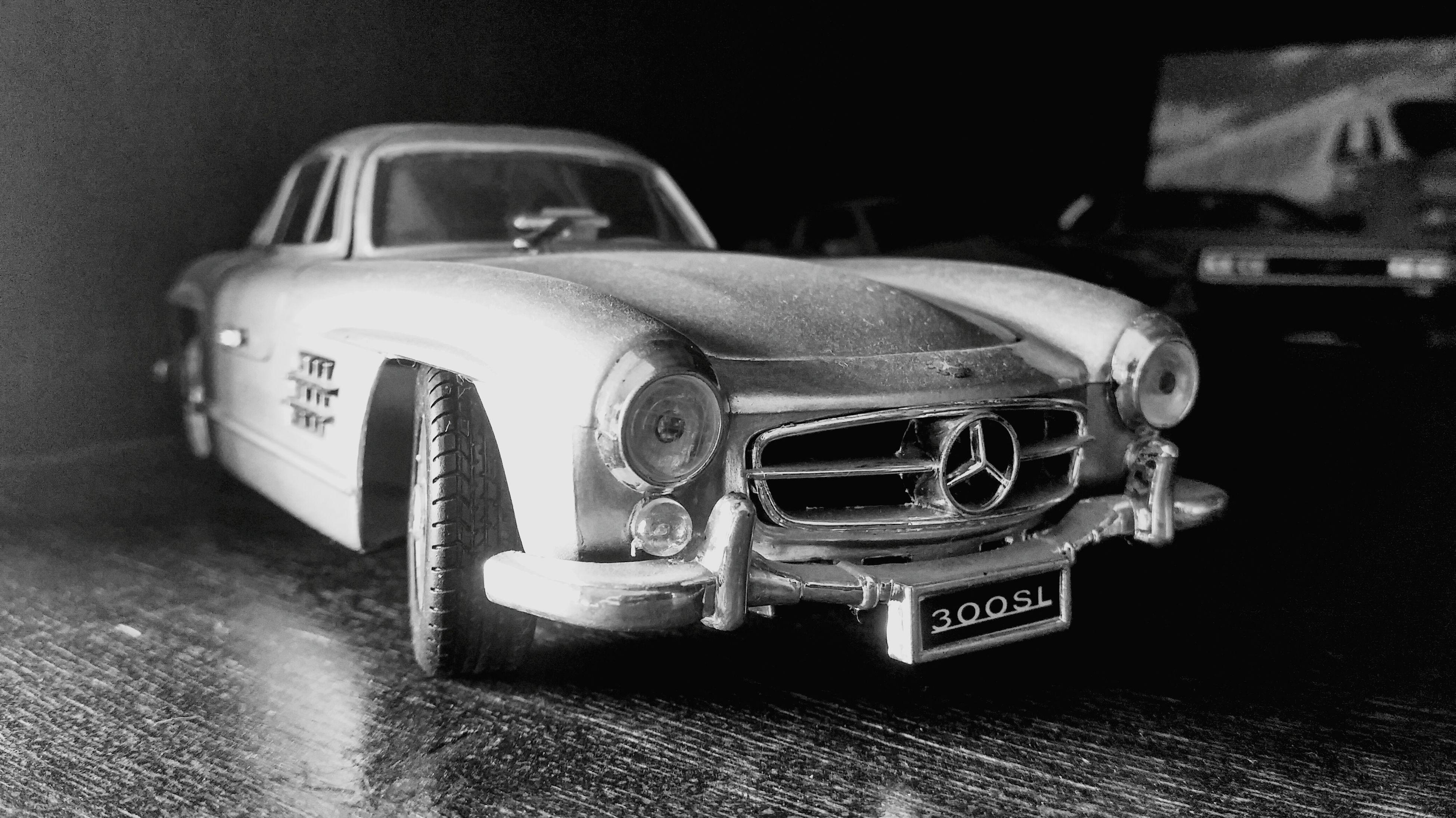 Mercedes-Benz (c) Fahim Khan