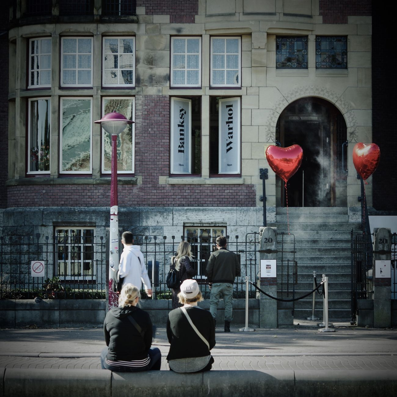 Streetphotography Two People Exhibition Banksy Warhol Amsterdam Red Heart