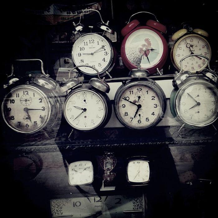 Alarm Clocks Old Clothes Antika Saatler