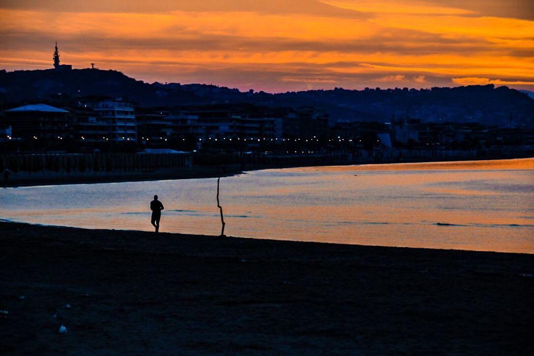 Runner Pescara sunset sea beautiful