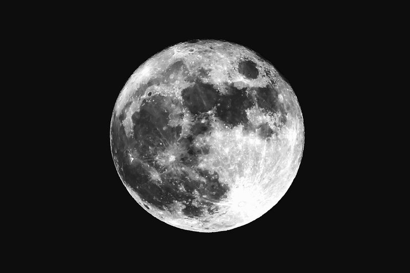 Full moon, the last time we saw it on this day was 1977, 38 years ago! Christmas Day 2015, next time is 2034 Christmas Day Christmas 38years 1977 2034 Moon Full Moon Full Moon Night  Full Moon 🌕 Full Moon Behind Clouds Full Moon Christmas