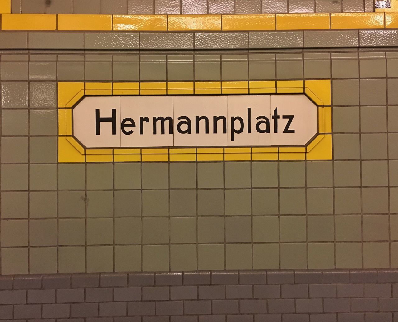 Yellow Text Communication Urban Geometry Berlin Berliner Ansichten U Bahn U Bahnhof U-Bahn Subway Subway Station Hermannplatz Tiles Tiled Wall