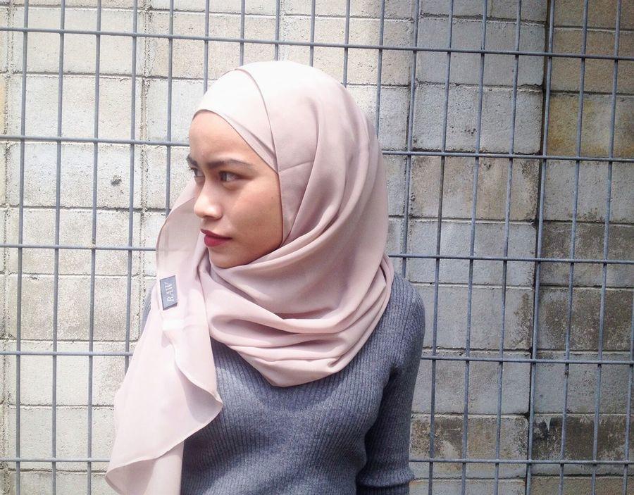 @raw.shoppe Potrait Hijabers Hijabfashion Hi! Shopping ♡