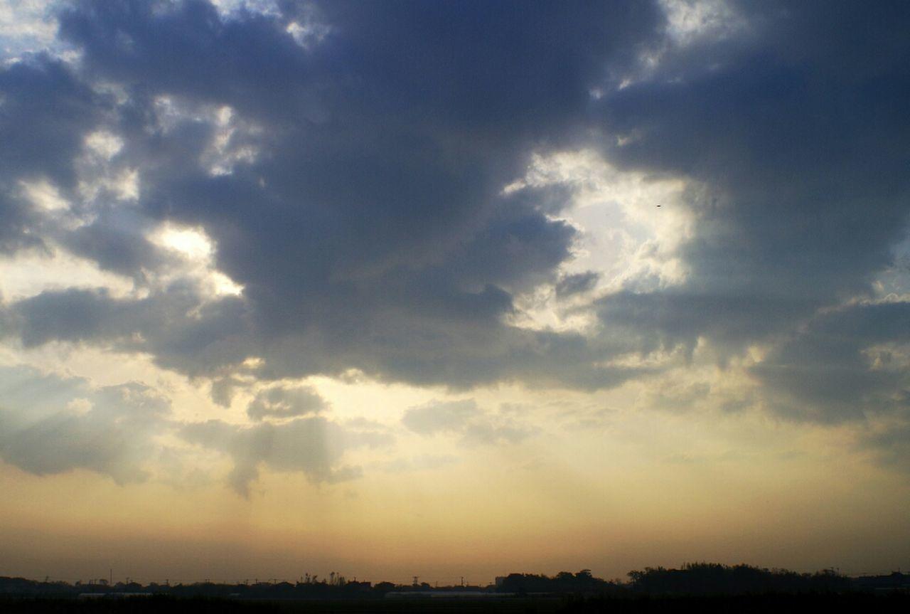 一週間長かった… Good Morning! Sunrise And Clouds Helloworld Takumar 28mm F3.5