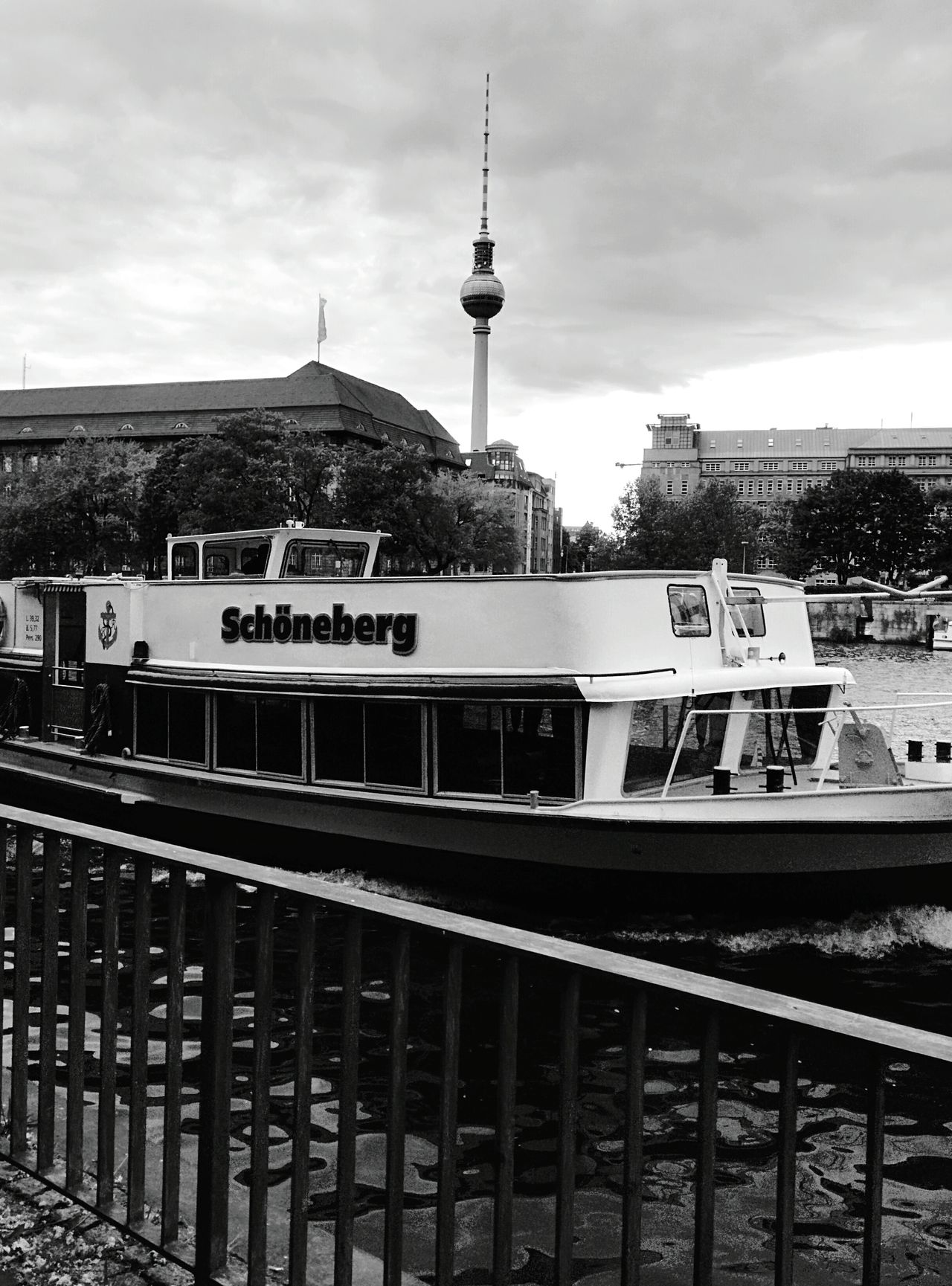 Day 322 - Schöneberg boat Berlin Blackandwhite Boat Tvtower 365florianmski 365project Day322