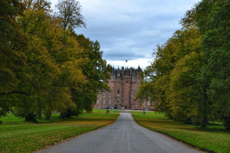 Tree History Architecture Travel Destinations Outdoors Built Structure No People Day Sky Building Exterior Castle Castle Gate Street Avenue Of Trees Viale Glamis Castle