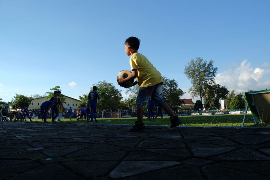 Ball boy Sport Soccer Ball Motion Baseball - Sport Ball Boy Football Fans Football Field Football Time  Football Training Football Match Football Time