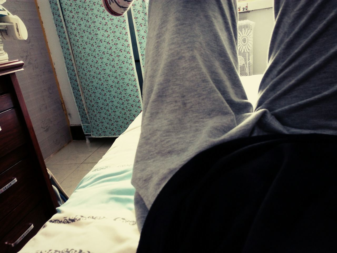 low section, indoors, midsection, human leg, men, one person, day, real people, close-up, people