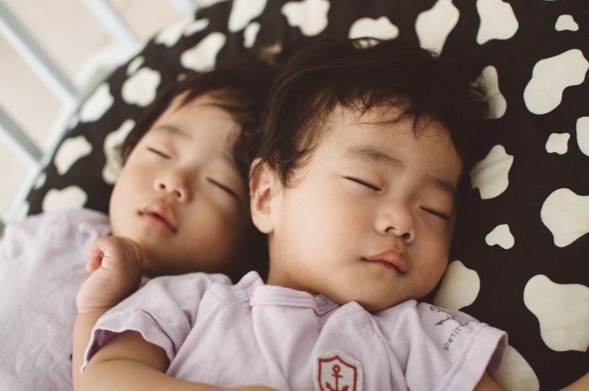 Relaxing 赤ちゃん 双子の赤ちゃん 双子 Baby Portrait Babyphotography Twin Babies Twins Babies ♥♥♥ Cute♡ Baby Sleeping Sleeping Baby  Close Brothers