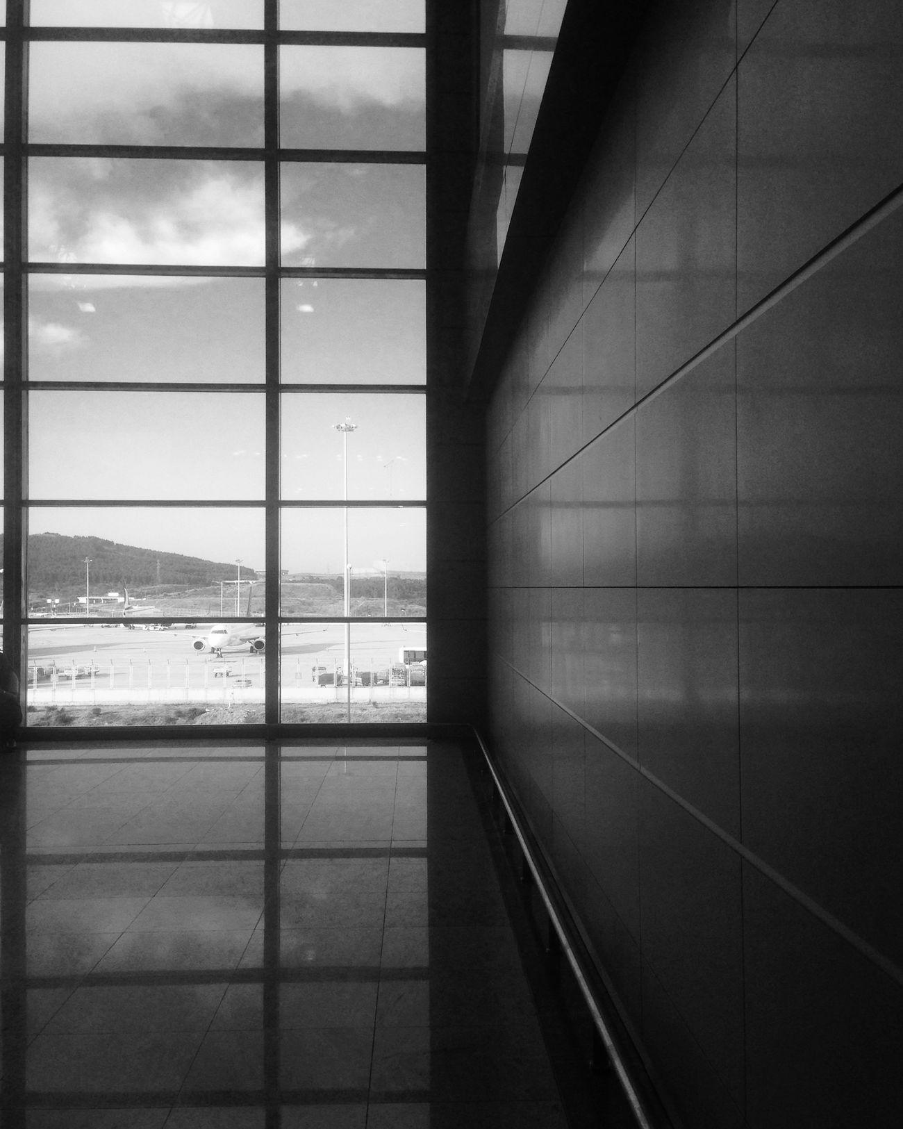 İnsan gittiği yerden ne zaman döner? Monochrome Turkey Black & White Airport Saw Sabihagökçenhavalimanı Istanbul