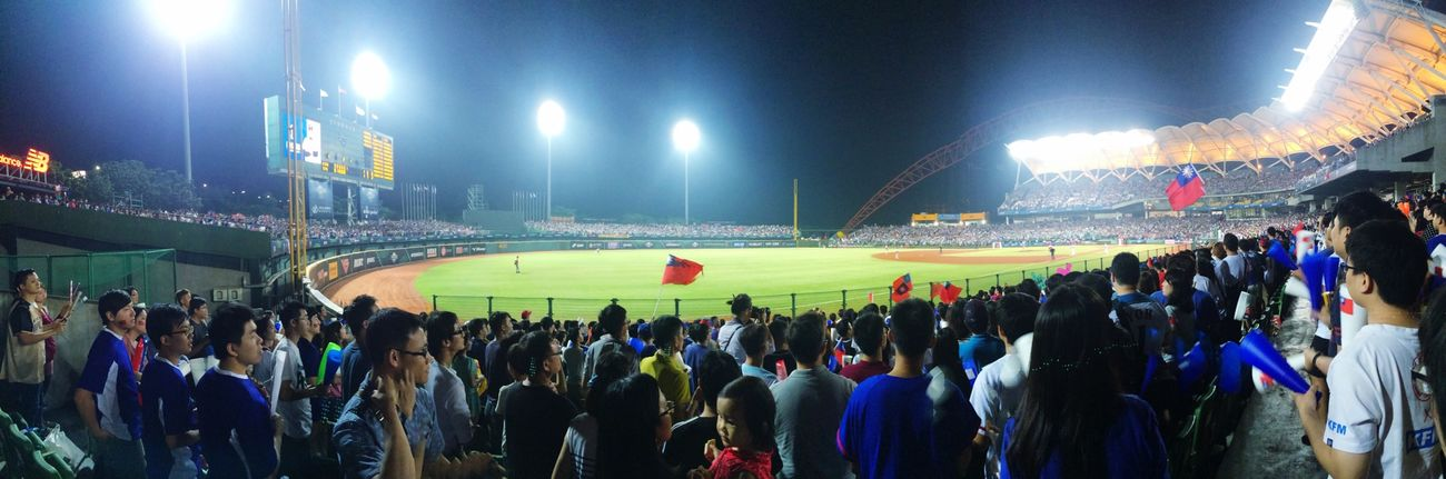 寧願餓肚子也要來現場吶喊唱智勝俊秀ㄉ歌阿 Baseball Baseball Game Baseball Field Night My View People Gogotaiwan