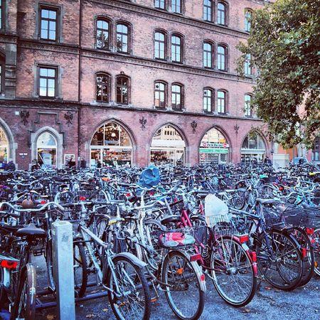 A lotta bicycles! M ünchen Weinstr . Hintermrathaus