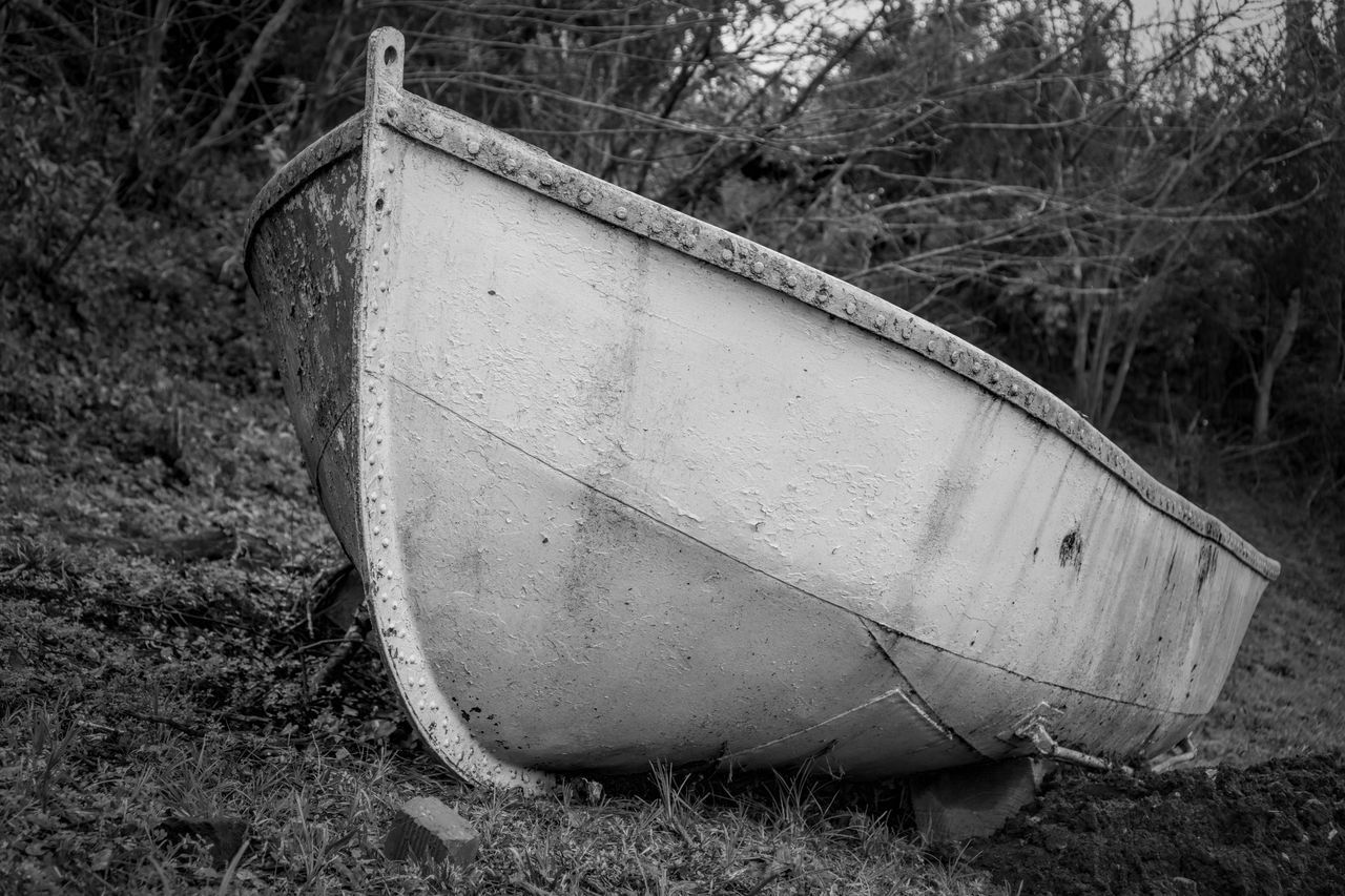 Abandoned Abandoned Boat On Ground Downtown Wilmington Nc Riverwalk EyeEmNewHere No People Old Boat Outdoors Sony A6000 Sonycam