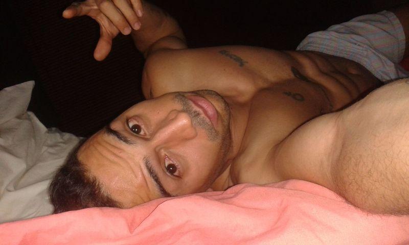 Bed Bedroom Venezuelan Caracas Tattoos Tattoedman Man Abdomen Lips Fingers Gayman Venezuela Sexyman SexyTattoos Abs Home Selfie