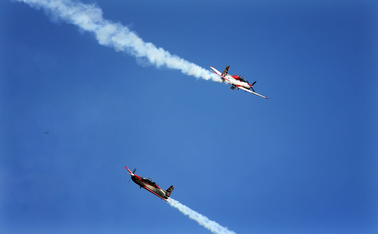Jupiteraerobaticteam Indonesianairforce TNIAU Indonesiamilitary Air Force Performance Teamwork Aerobatics Airshow Vapor Trail Flying Airplane Smoke - Physical Structure Sunny Clear Sky Air Vehicle Teamwork Formation Flying Speed Arrangement Day Stunt Transportation Fighter Plane Military