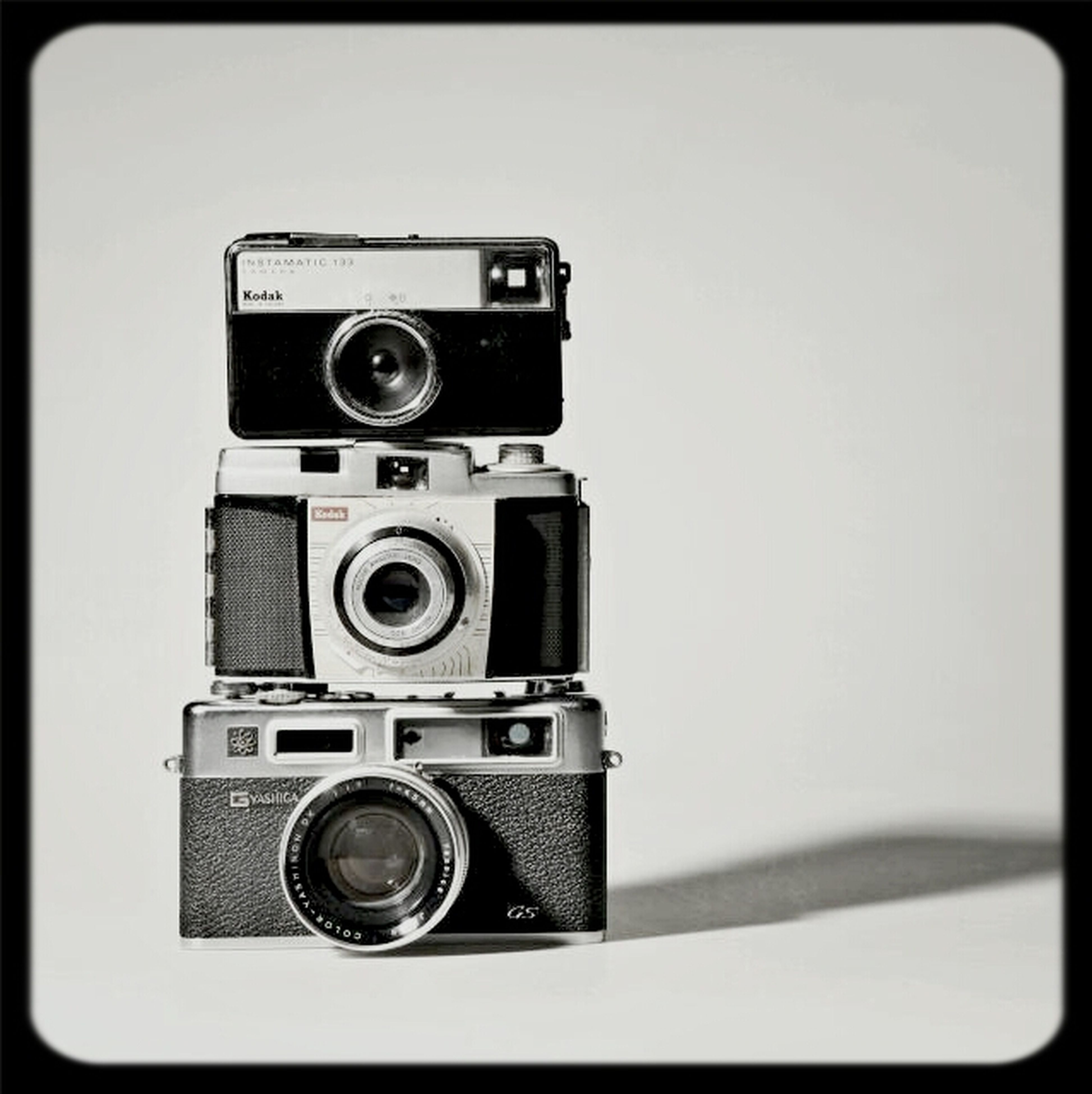 technology, retro styled, close-up, transfer print, old-fashioned, photography themes, single object, white background, auto post production filter, time, clock, lens - optical instrument, camera - photographic equipment, studio shot, indoors, number, communication, antique, vintage, copy space