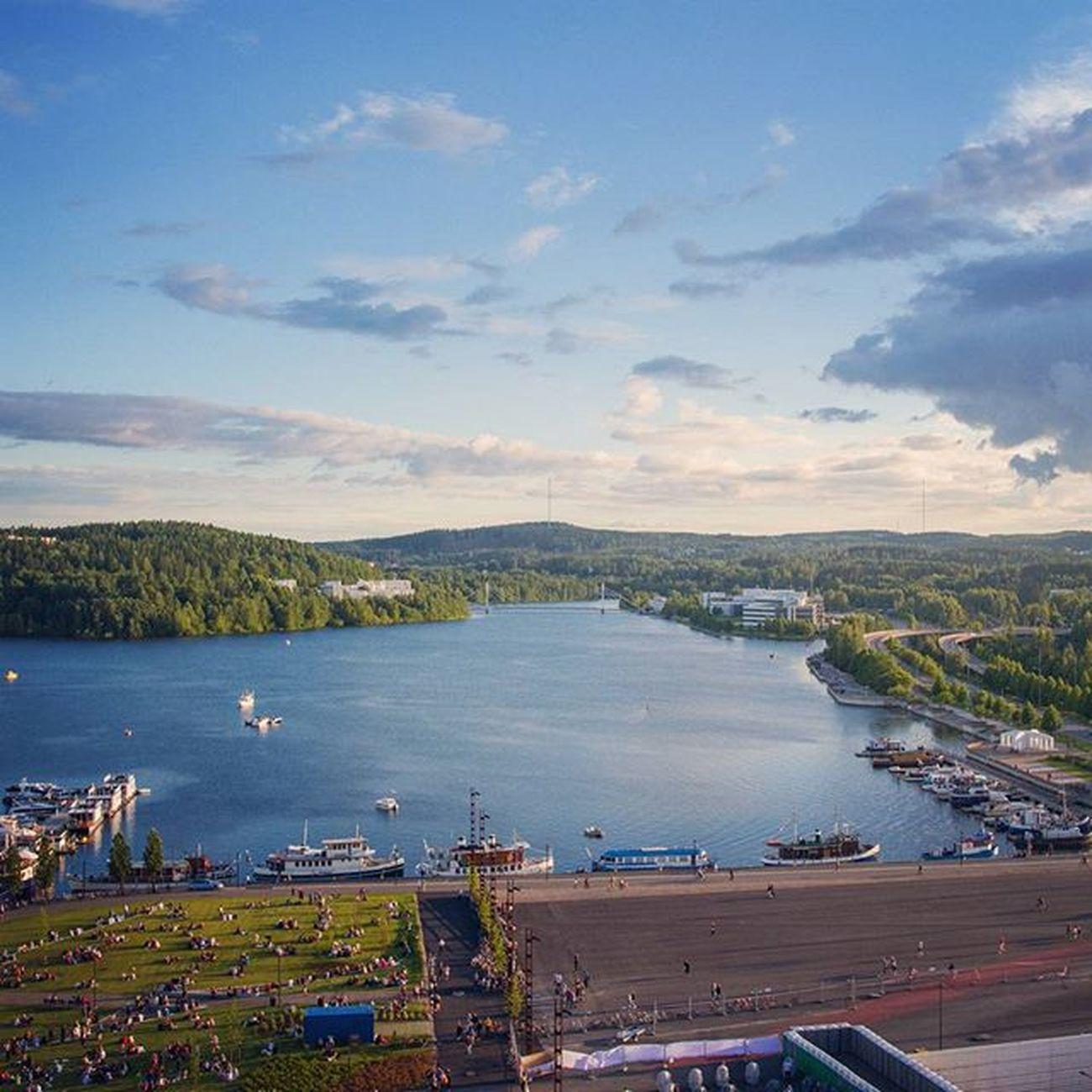 Pienikin pilkahdus kesästä saa ihmiset liikkeelle koloistaan. 🌞 Suomipopfestarit Jklsatama Lutakko