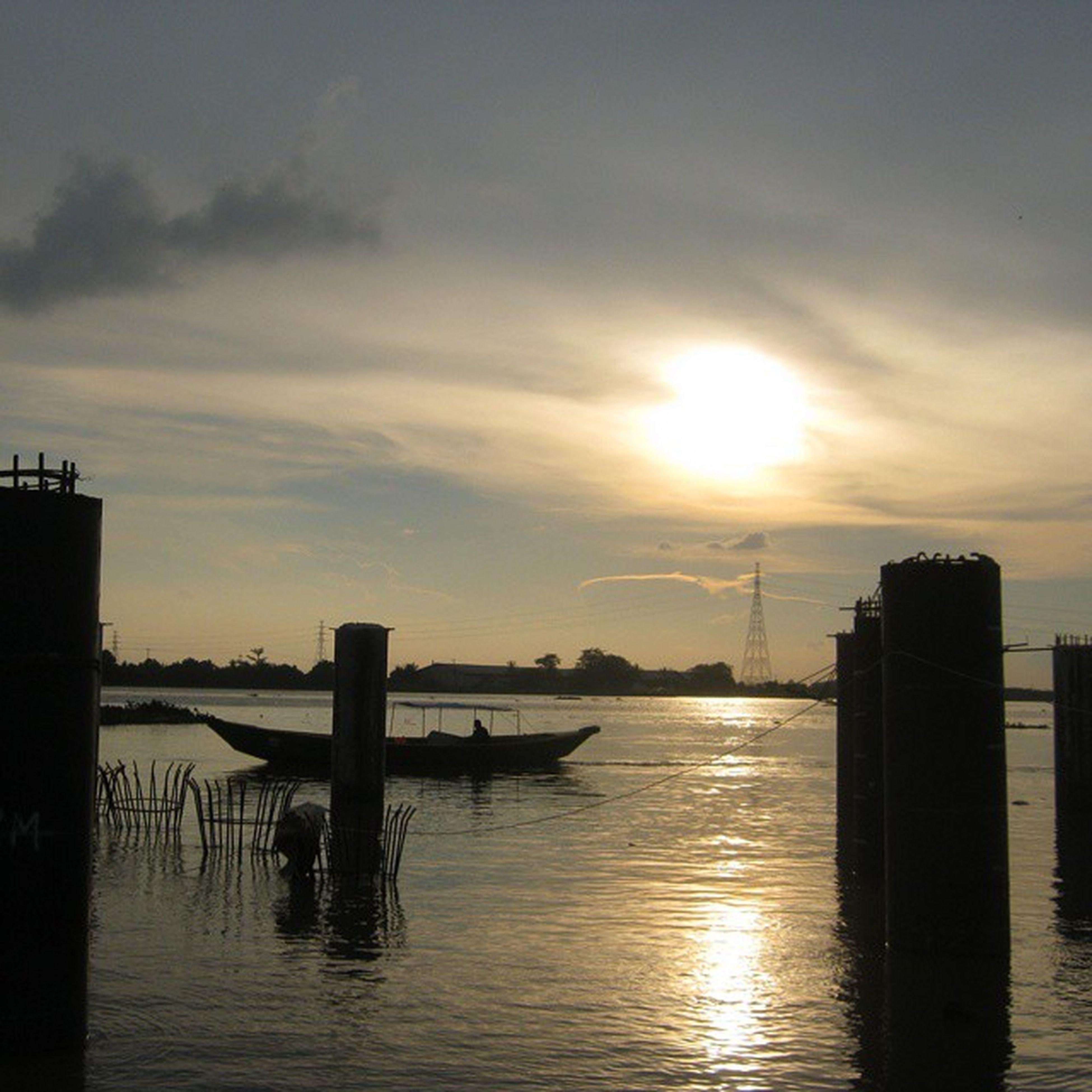 [duplikasi jembatan air musi II, palembang] Instanusantara Joininstanusantara InstanusantaraPalembang Palembang SouthSumatera SungaiMusi sunset