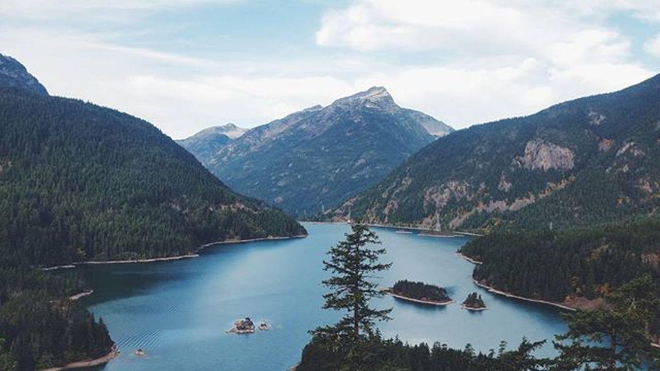I need my mountain adventures with @marikojulia back! just as soon as I've kicked this jet lag... 😅 || Mountains Livewashington Liveauthentic Lake nature nature_perfection pnwisthebest pnw pnwcast