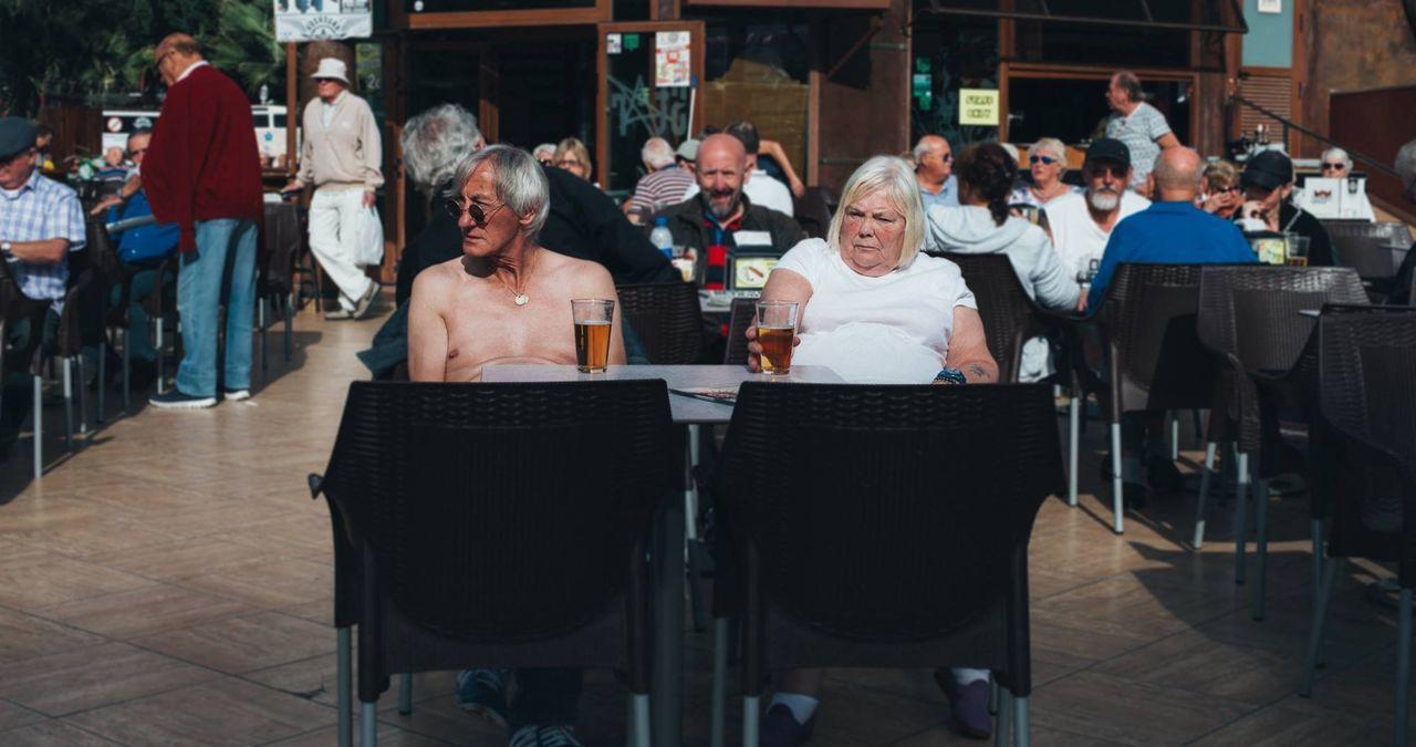 Beautiful stock photos of bier, sitting, mature adult, bar - drink establishment, mature women