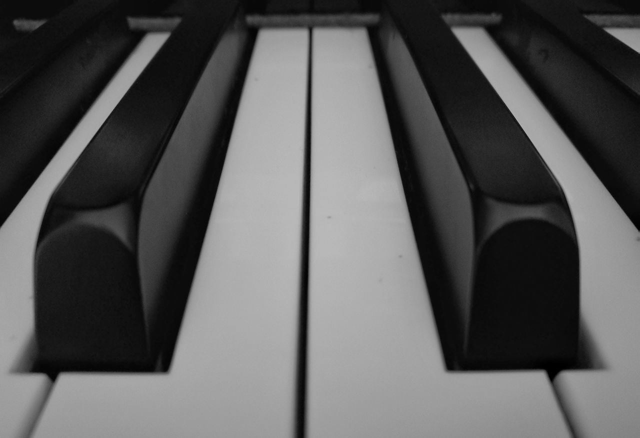 full frame, backgrounds, close-up, no people, indoors, piano key, piano, music, musical instrument, day, keyboard