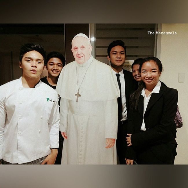 Oscarselfie with le holy father Pope Francis! 😇 . . . PopeFrancisPh Pontiff VicarofChrist popeFrancis benilde