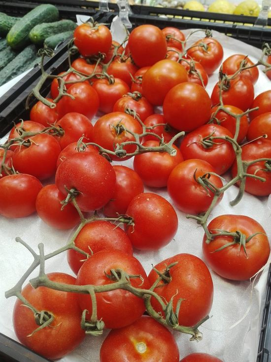 Food And Drink Tomato Freshness Food High Angle View Healthy Eating Red Fruit Vegetable Tomates Verdura Verduleria Frutería Mercado Supermercado Store For Sale Supermarket