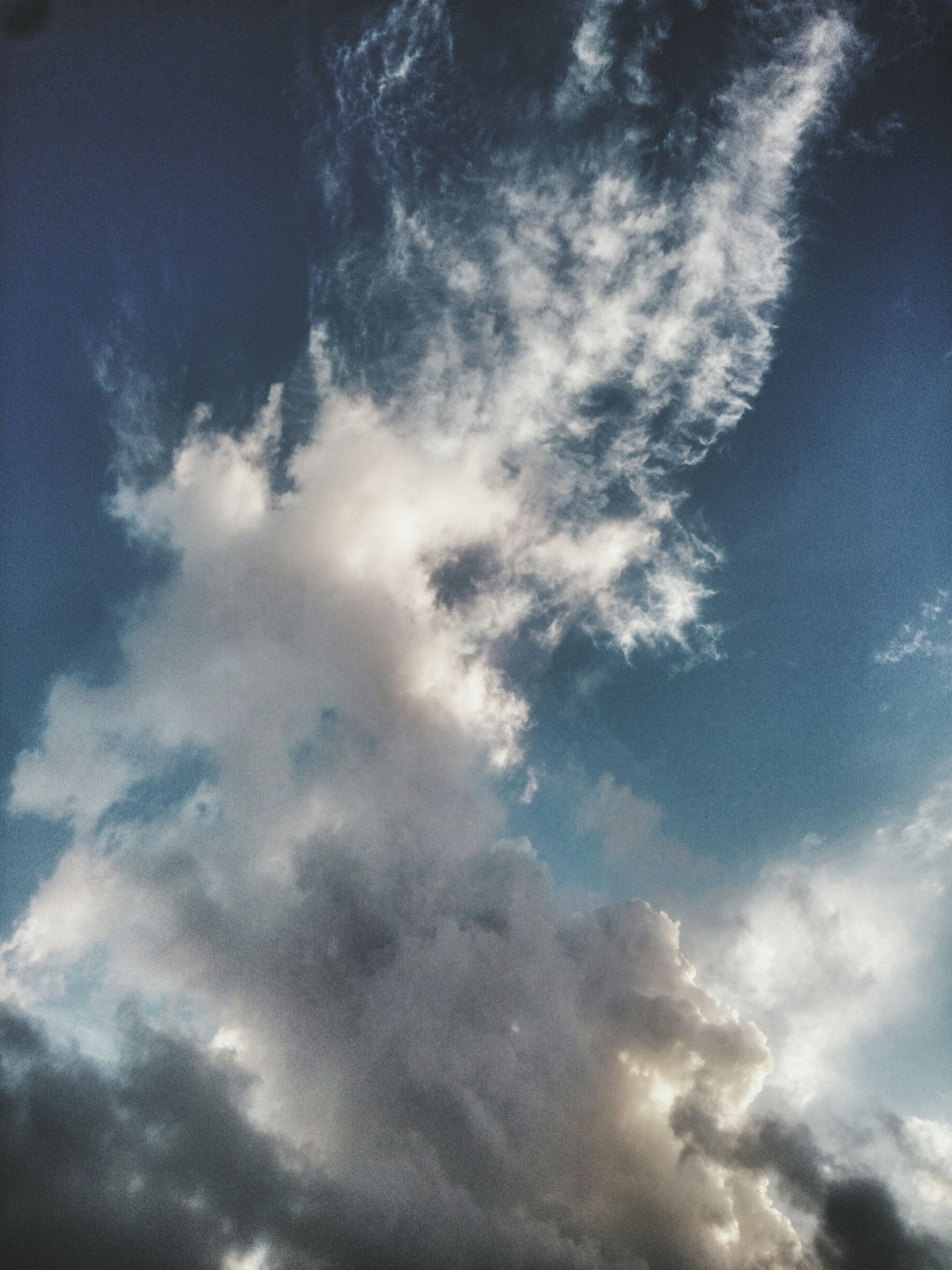 low angle view, sky, cloud - sky, sky only, beauty in nature, cloudy, tranquility, scenics, nature, cloudscape, blue, backgrounds, tranquil scene, cloud, full frame, weather, idyllic, outdoors, no people, majestic