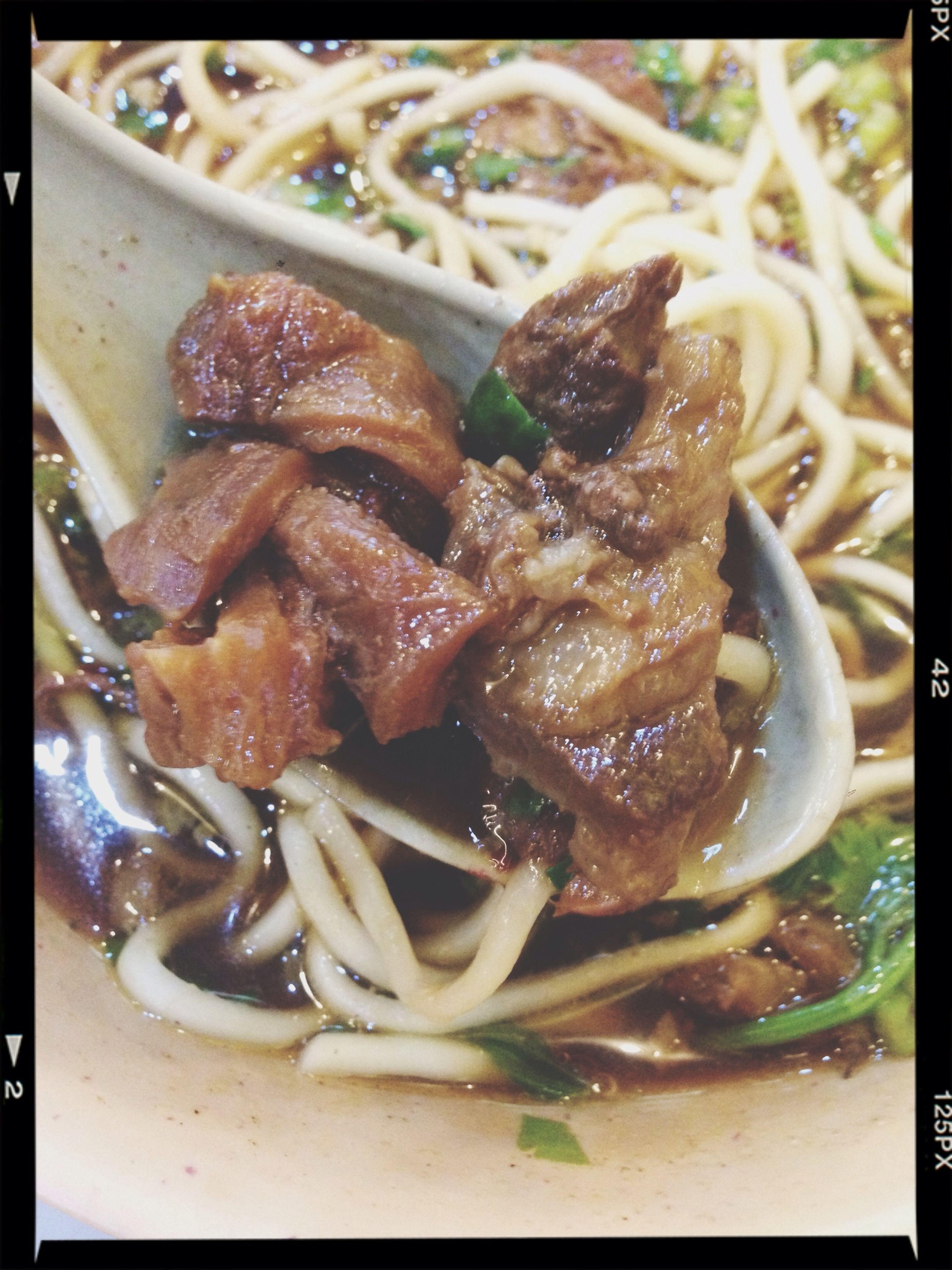 好吃到爆炸。RMB15元、一碗却有18块口口带筋的牛肉!!美味无处不在、