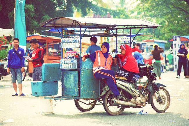 Streetphotography Urban City Life Indonesian Women Portraits Women Power Eyem Street Photo Interaction Outdoor