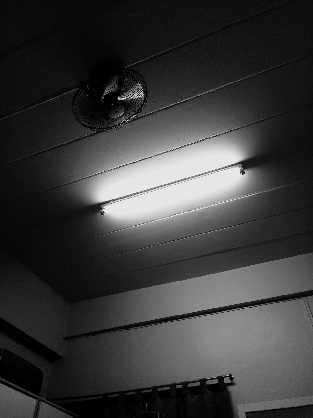 """ในความมืด มันยังคงมี """"แสงสว่าง"""" First Eyeem Photo"""