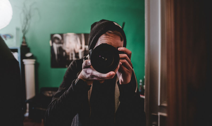 Selfie ✌️ Adult Adults Only Camera - Photographic Equipment Day Digital Single-lens Reflex Camera Film Industry Filming Holding Home Video Camera Indoors  Men Old-fashioned One Man Only One Person Only Men People Photographer Photographing Photography Themes Self Portrait Selfie SLR Camera Technology Young Adult