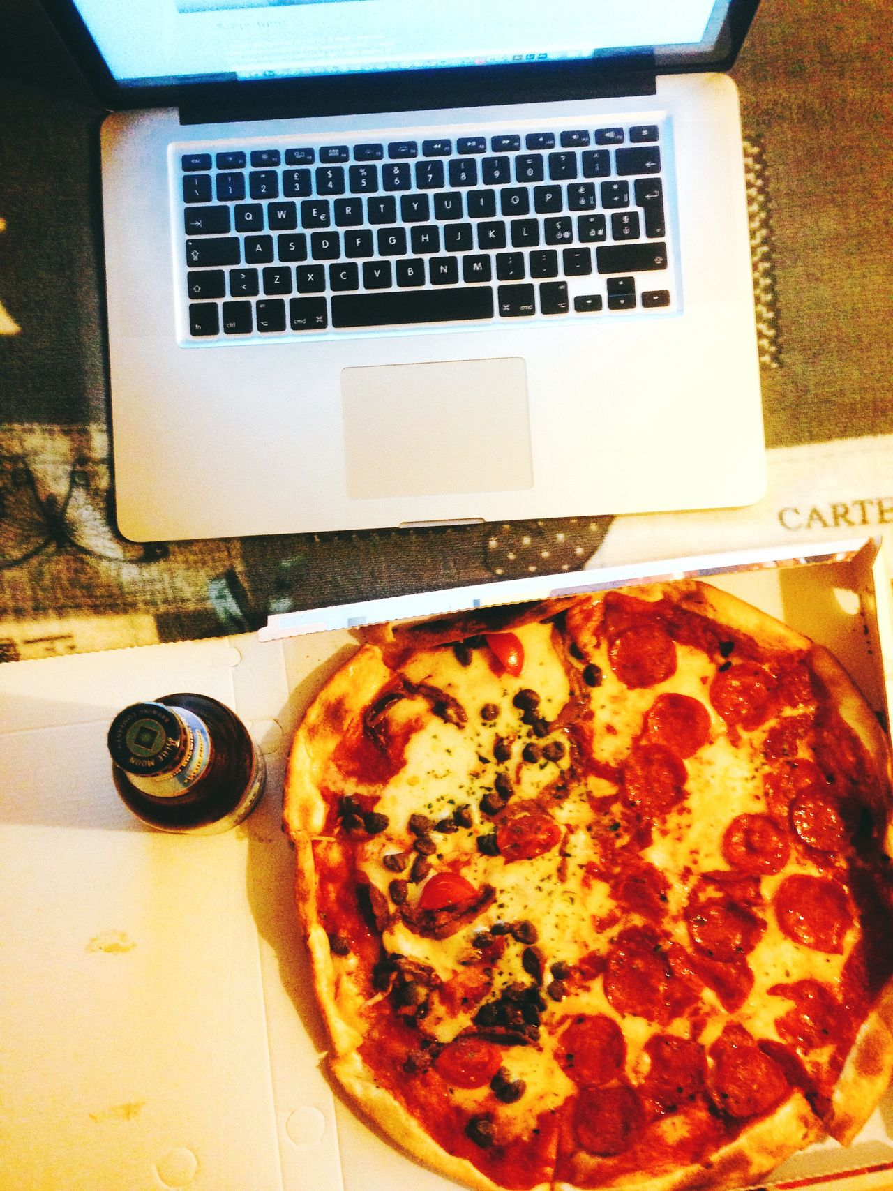 Pizza, laptop and beer Pizza Computer Beer Italy🇮🇹 Onthetable Pepperoni Napoli Pizza <3 Pizzalover
