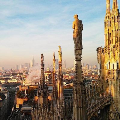 Beautiful sunset from the top of Milan Duomo 🔥🔥 old&modern in a perfect mix! Milano Duomo Sunset Ig_milan Ig_milano Travel Italy Italia