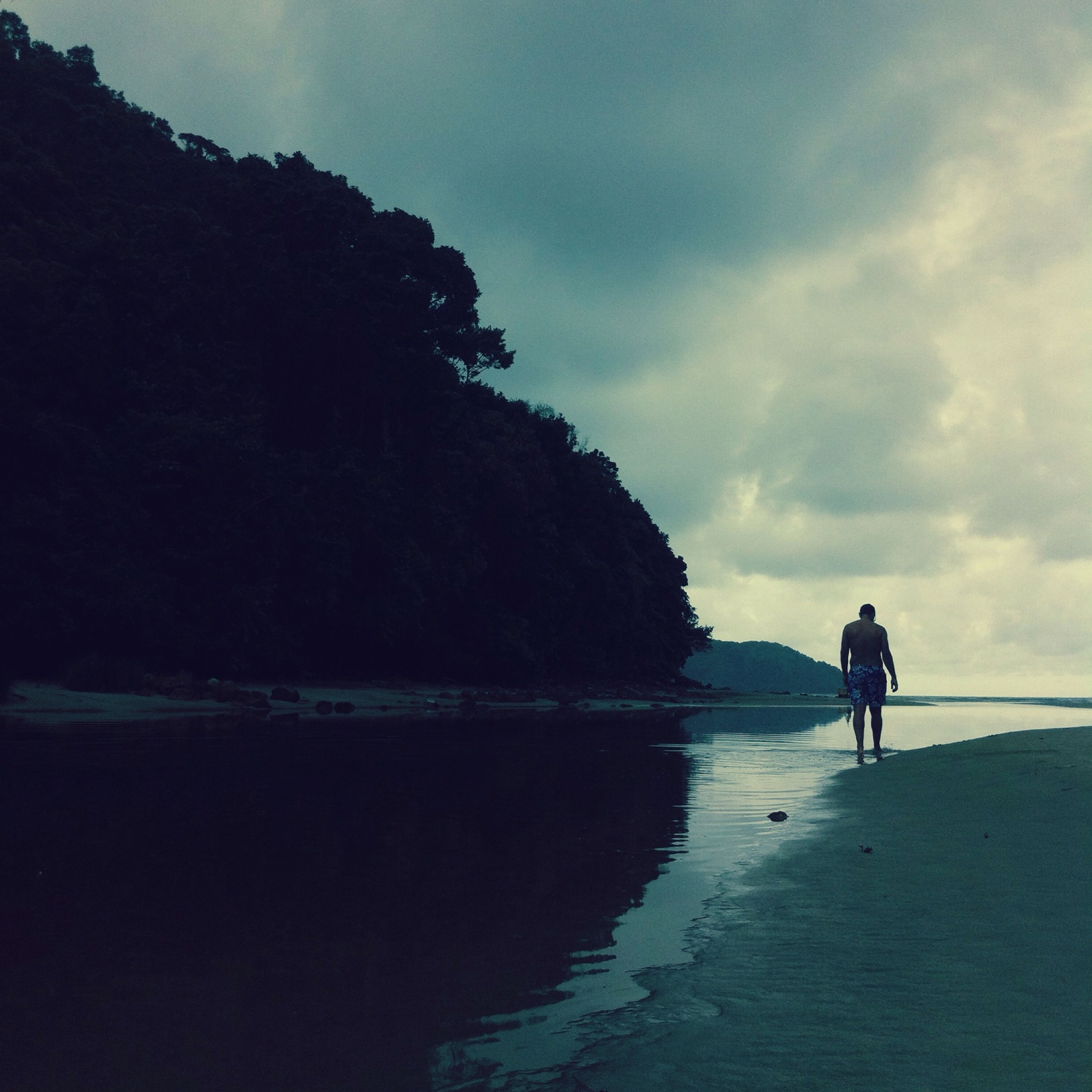 water, sea, beach, sky, full length, leisure activity, lifestyles, shore, silhouette, men, tranquility, rear view, tranquil scene, beauty in nature, standing, scenics, walking, horizon over water