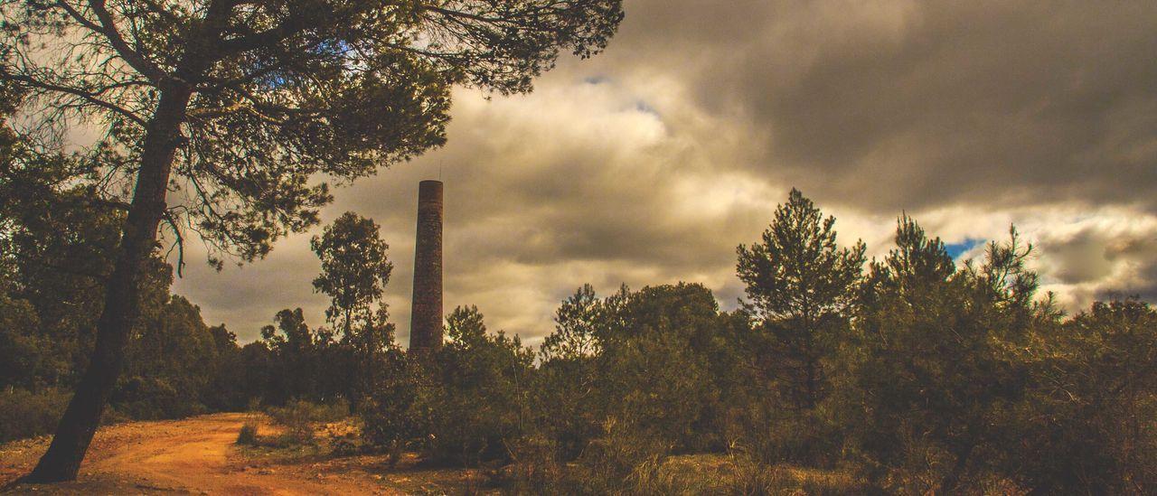 Chimenea. Fundición de La Cruz Andalucía Nature Chimenea Con Historia Jaen Province Linares Minería Patrimonio Cultural