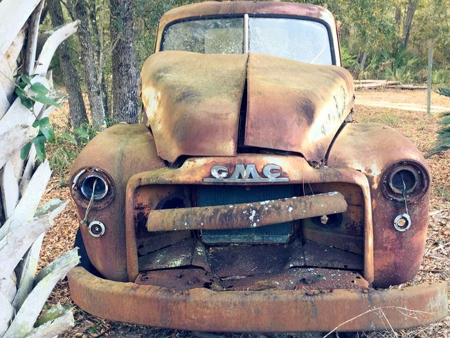 Maybe it just needs some new headlights... Vintage Vintage Cars Super Retro Rustygoodness Beauty Of Decay Rural Scenes EyeEm Best Shots Open Edit