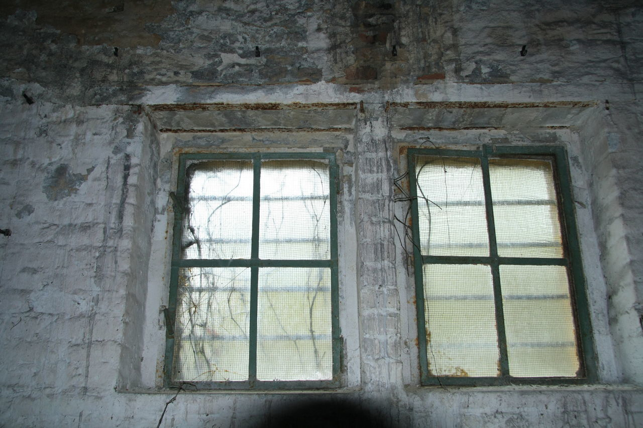 window, architecture, abandoned, indoors, damaged, destruction, run-down, rotting, bad condition, no people, built structure, old ruin, spooky, day, desolate