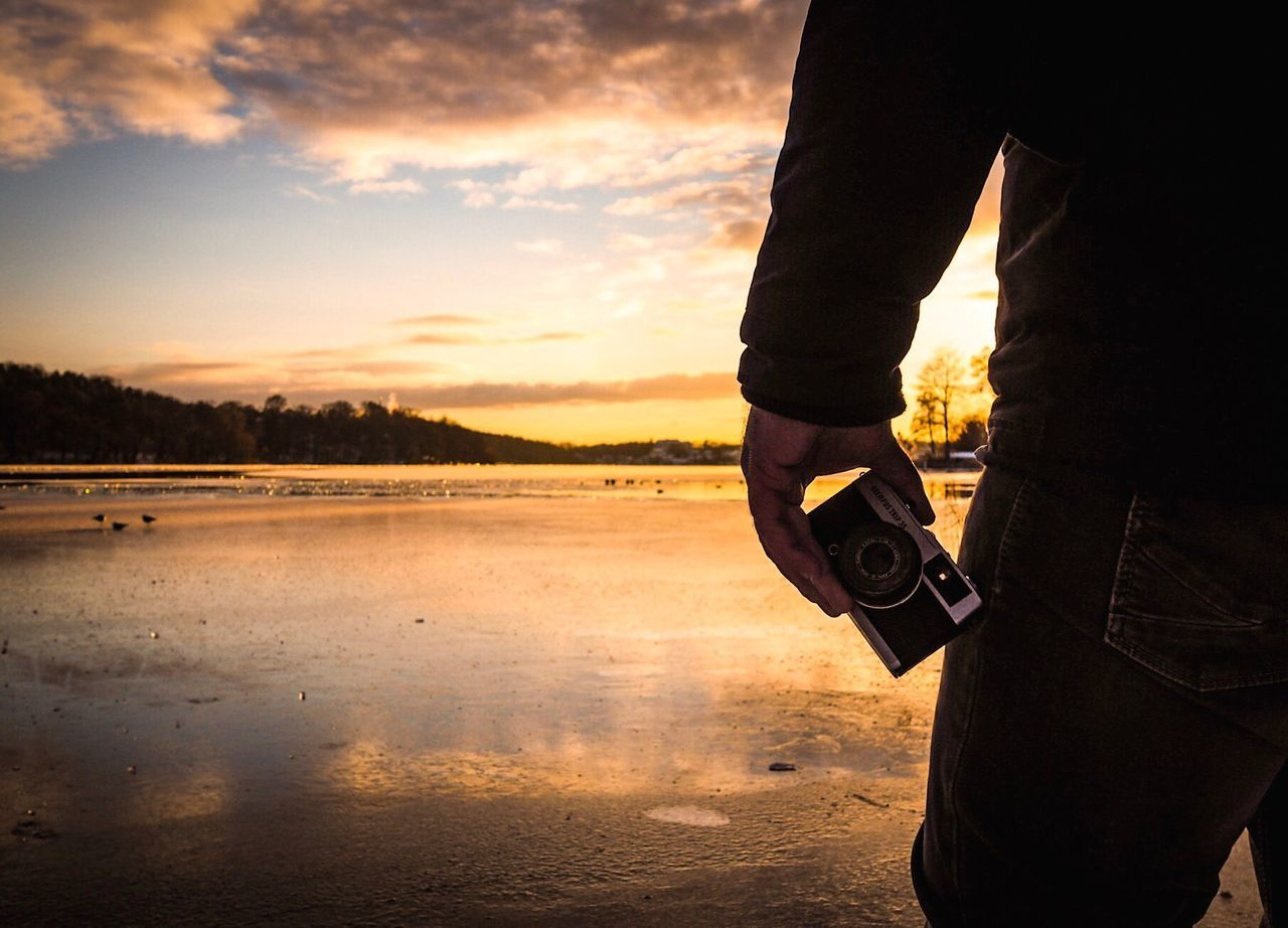 Sunset One Person Outdoors Human Body Part Sky Water People Adults Only Beach Adult Close-up Low Section One Man Only Day Outside Outdoor Outdoor Photography Olympus Olympus OM-D E-M5 Mk.II Filmcamera Camera - Photographic Equipment Camera Sundown Sunset Silhouettes Nature