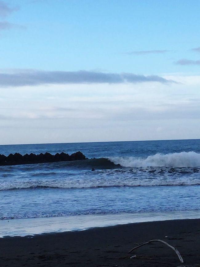 頑張って4時起きして、サイズアップで楽しめた貴重な休みだった😁✨☀️☀️✨ 夏 波乗り 青空 太陽パワー 台風の影響 サーフィン 朝一 Fun Times 朝焼け