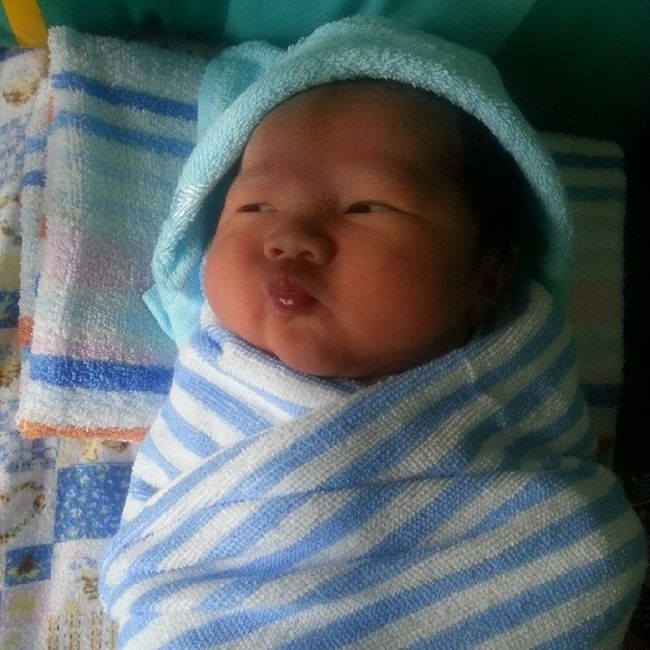 He can do Pouting hahah so Cute Adorable Babyfruit nephew and im your aunty dear.. congratss to my bro n didi for having a Prince steven.. be good parent hah..